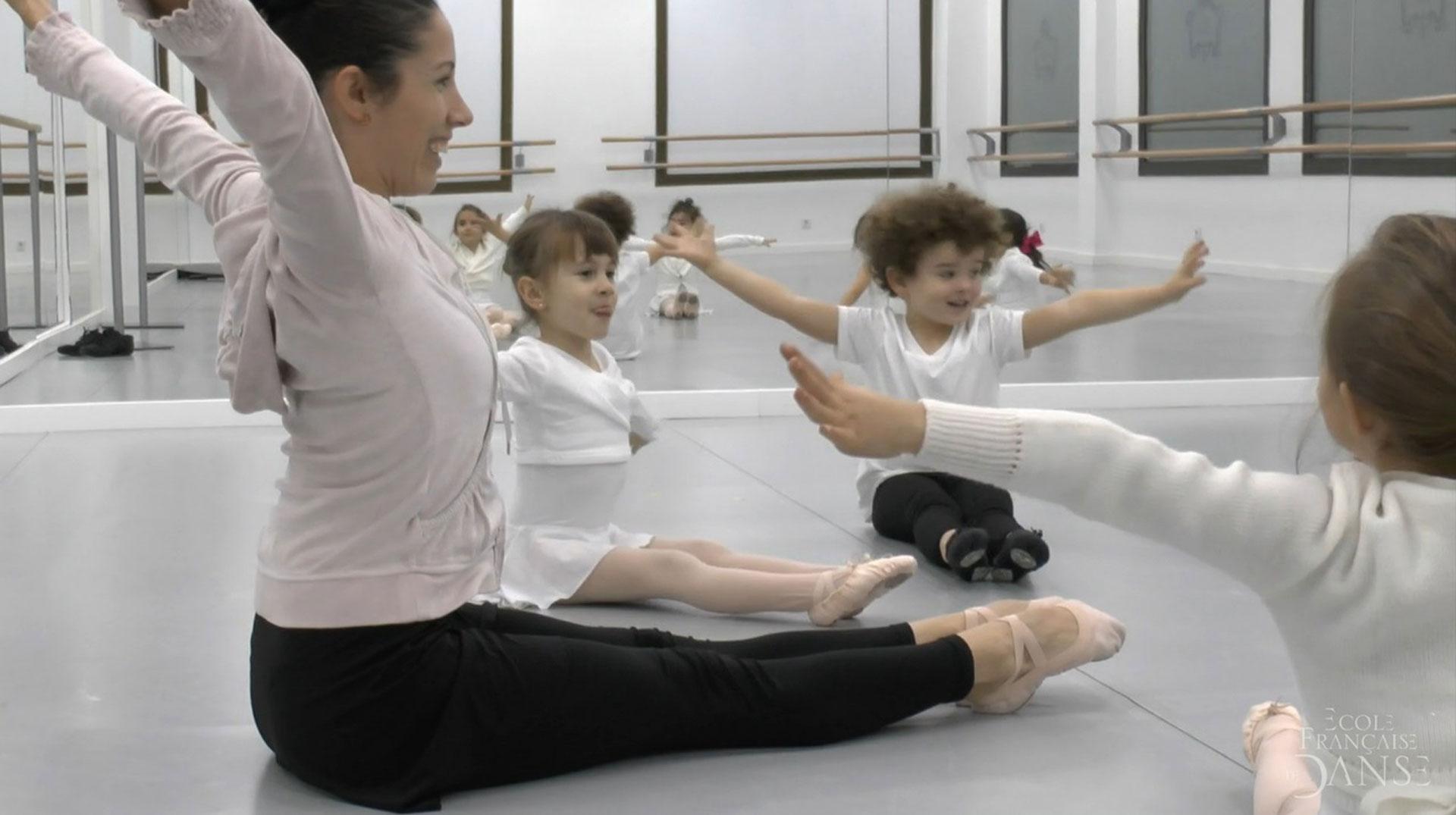 profesora con niñas de preballet